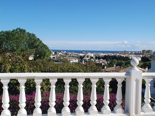Villa with sea views & private pool, sleeps 12, Fuengirola