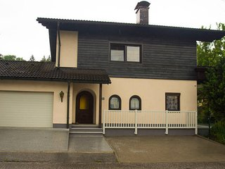 BER - Spacious House wonderfully quiet located, Bergheim