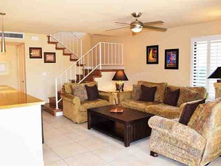 Steps from El Paseo -- Location! Style! Amenities!  Washer/Dryer, Palm Desert
