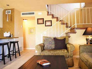 Steps from El Paseo-Location! Sandroc Condos #1- Style! Amenities! Washer/Dryer