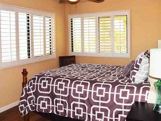 Steps from El Paseo - Location! Style! Amenities!  Washer/Dryer