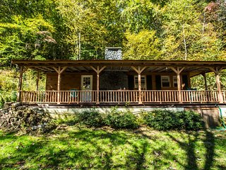 Great cabin with private riverfront