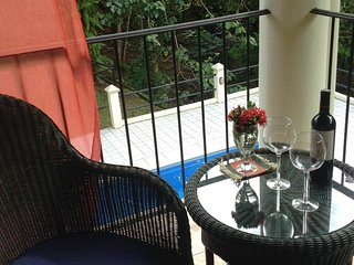 Seahorse House, Peaceful, comfortable, 5 min to the beach, restaurants, stores.
