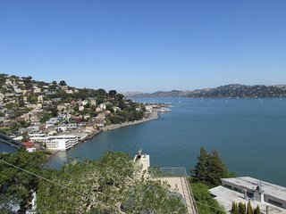 Million-dollar views of the Bay!