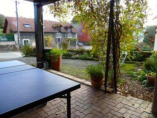 Table de ping pong à disposition, côté rue.