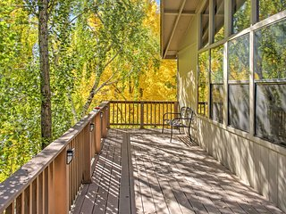 2BR Flagstaff Townhome w/ Private Deck!