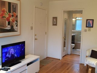 Light and Bright 1 Bedroom Unit Within a Sixplex - Mountain View