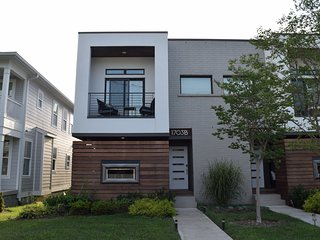 2900 SqFt Modern Home-Gulch/12 South - 4BR /4Bth, Nashville