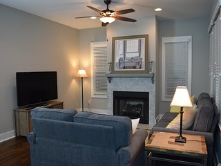 DOWNTOWN 3BR - 3bth - Large New Germantown Home, Nashville