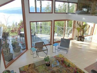 3 Bedroom Oceanview Home in Lions Bay