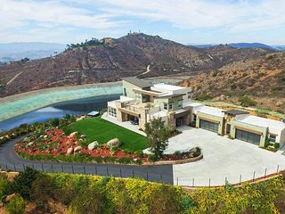 Private 8-Acre Oasis at Dragon Point Villa