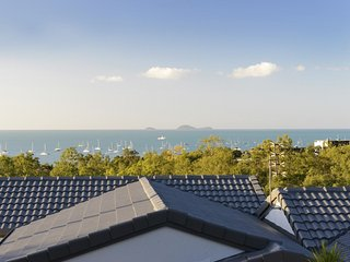 Reef View Apartment - Ocean Views - Cannonvale