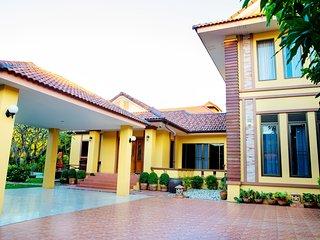 Yellow House Garden Villa, Chiang Mai