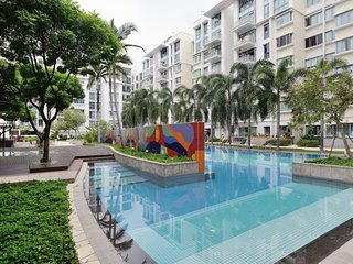 Entire home in condo with pool/jacuzzi/gym max 7, Singapore