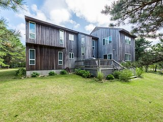 BUTTN - Beautiful Contemporary Home, Conveniently Located in Dodger's Hole