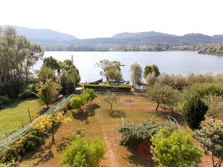 House front Lake with private beach boats platform, Vittorio Veneto