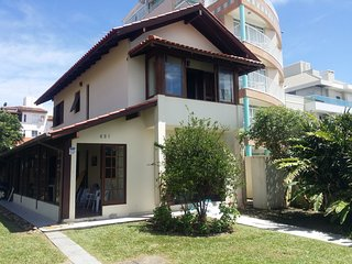 Casa a 50m do mar, agradavel vegetacao