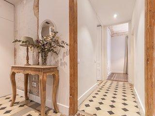 Gran Via - Stylish modernist 3 bdr apartment