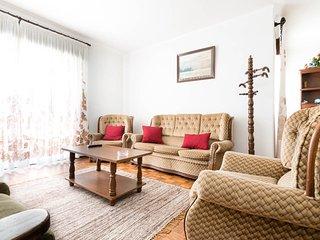Vivenda com 4 quartos, grande jardim, na Nazaré