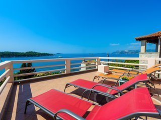 Panoramic sea view Villa close to the beach, Cavtat