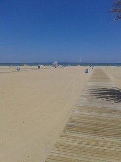 acceso a la playa de arena
