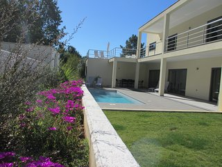 Stunning luxury design villa with private pool, Lousa