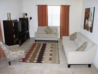 Modern Bella Vida 4 Bedroom 3 Bathroom Town Home. 500LFD, Kissimmee
