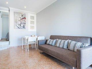 Salón totalmente reformado, con sofá cama, TV 40'