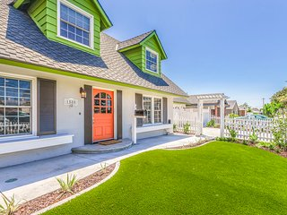 Orangewood, 5 bd/3 ba resort home w/ pool!, Anaheim