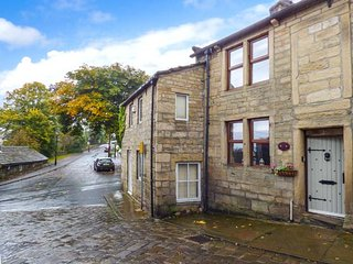 WEAVERS COTTAGE, Grade II listed , woodburner, pet-friendly, patio garden, in Heptonstall, Ref 939332