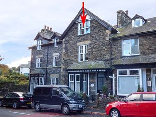 BRATHAY, ground floor apartment, king-size beds, double bath, allocated parking, in Windermere, Ref 946309