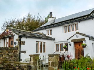 THE DAIRY, romantic retreat, character features, AGA, woodburner, WiFi, in Hawor