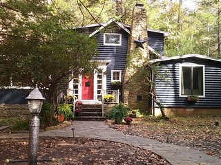 Fox Haven Mountain Cottage on McCullen Run Stream, Laughlintown