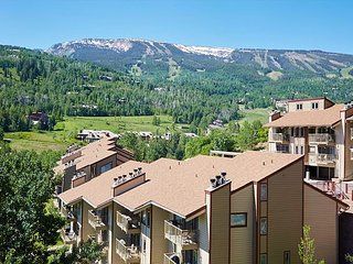 3BR, 2BA Snowmass Village Condo - Minutes to Skiing, Communal Pool & Hot Tub