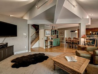 4BR, 3BA Tree Haus Home with Mountain-View Hot Tub – Minutes to Ski Area, Steamboat Springs