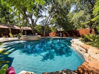 4BR/2.5BA Classic Ranch House, Private Pool, Near Downtown Austin, Sleeps 12