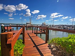 Bayfront 1BR Marco Island Condo w/Pool Access