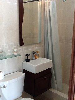3rd floor bathroom suite