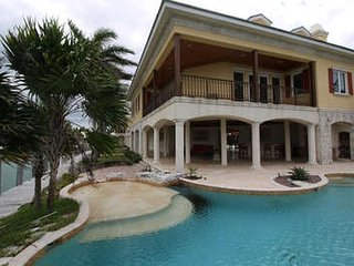 Sensational 7 Bedroom Villa in West End