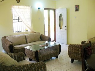 Comfort Stay: Live Like A Local - Private 2 bedroom fully furnished apartment!
