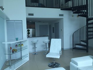 spetacular bayview loft in downtown, Miami