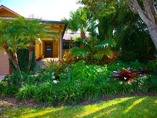 Unique Private Home with Lush Garden and Secluded, Marco Island
