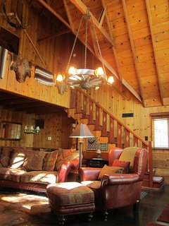 1926 Restored Rustic Lodgestyle Cabin Near Lake w Hot Tub