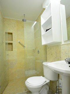 Modern and elegant bathroom
