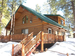 Luxurious log cabin--beautiful-breathtaking!!!