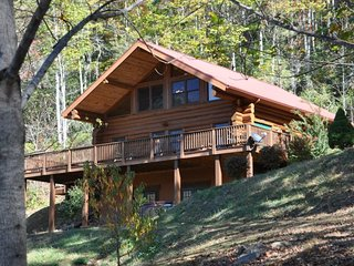 Red Lantern Lodge - Gorgeous Real Log Cabin with Pool Table - Minutes from, Sylva