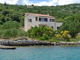 Apartments Rent-a-boat BRAVO, Raslina