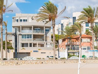 Beachside Escape with 3 Beds 2 Baths, Campello