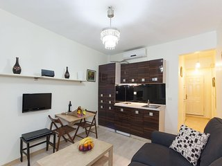 Istiklal Superior apartment in Beyoglu with WiFi & air conditioning.