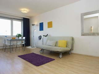 Spacious Nollendorfplatz 002 apartment in Schöneberg with WiFi, balkon & lift., Berlin